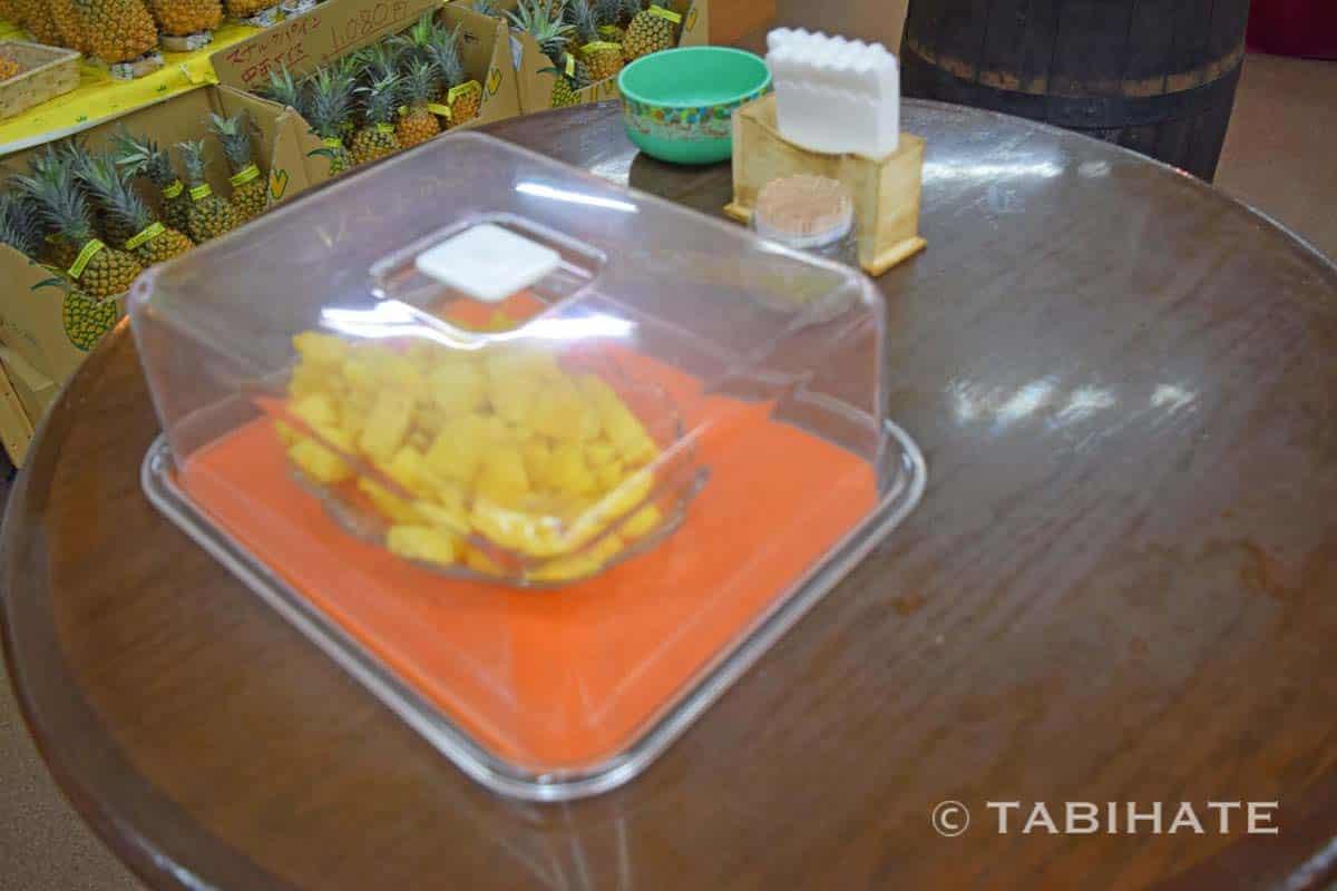 パイナップル食べ放題