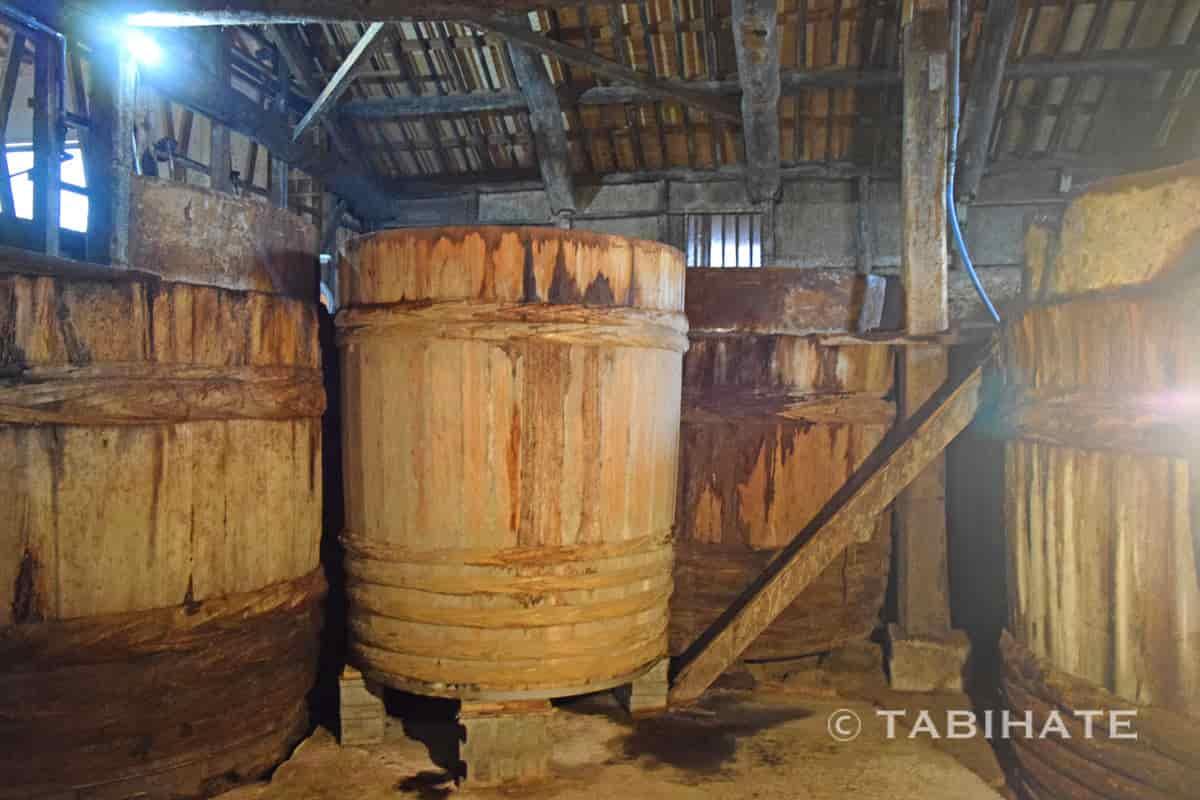 ヤマロク醤油で使っている木桶