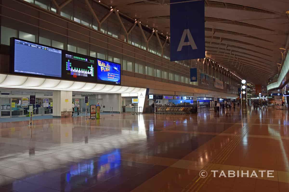 閉館間近の羽田空港国内線旅客ターミナル