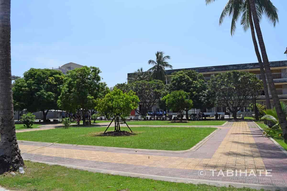 トゥール・スレン博物館の中庭