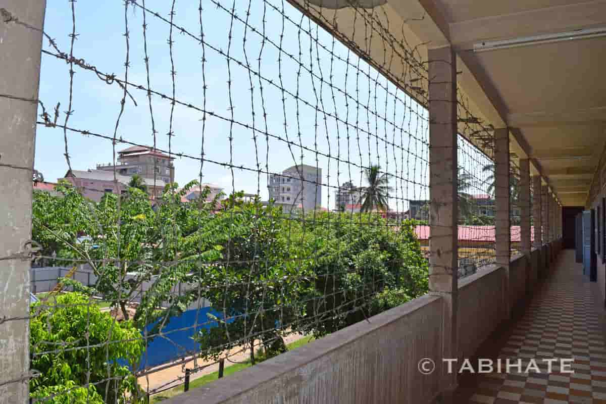 トゥール・スレン強制収容所に張られた有刺鉄線