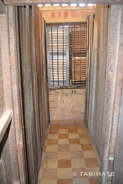 トゥール・スレン博物館の独房内部