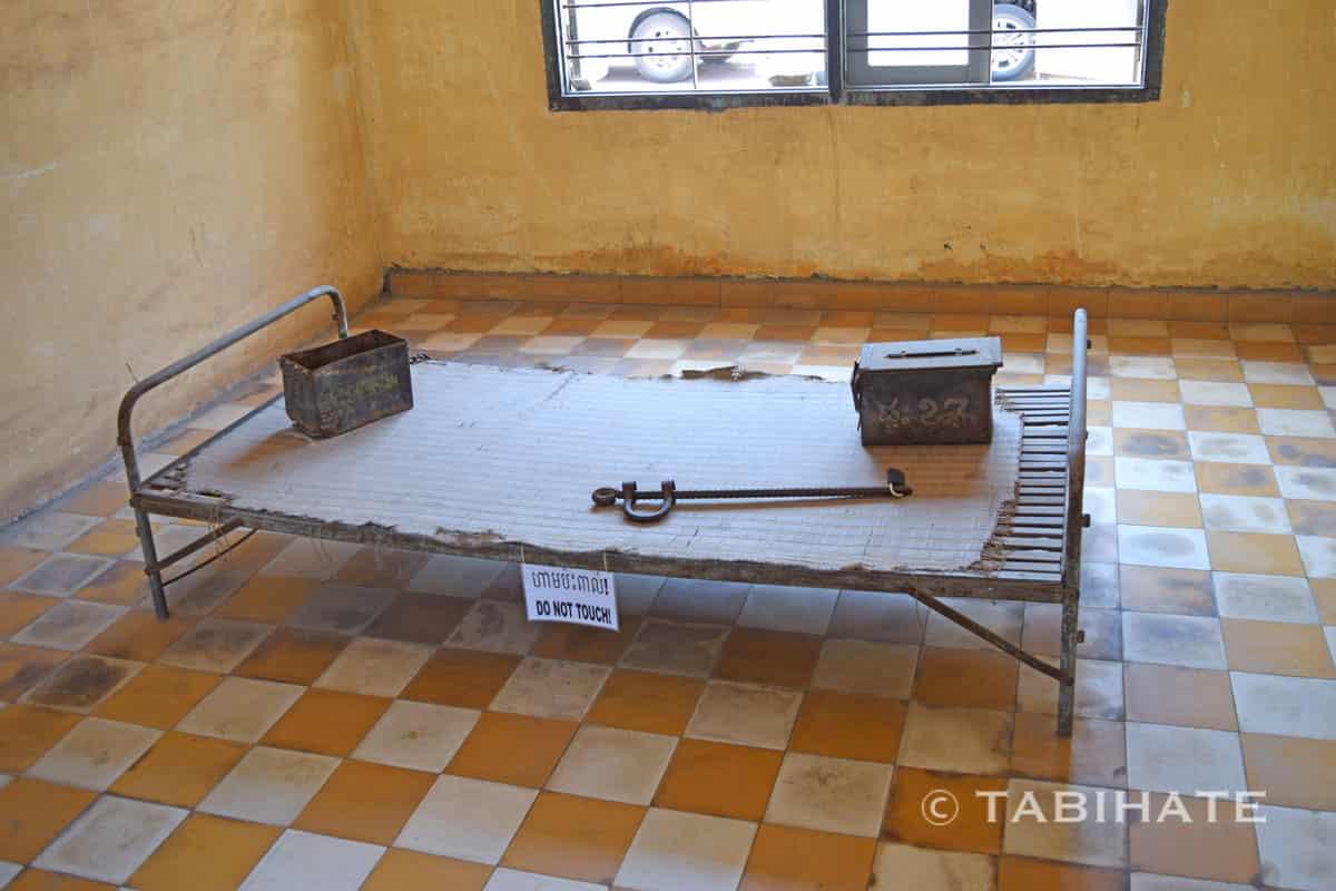 トゥール・スレン強制収容所で使われていた鉄製ベッド