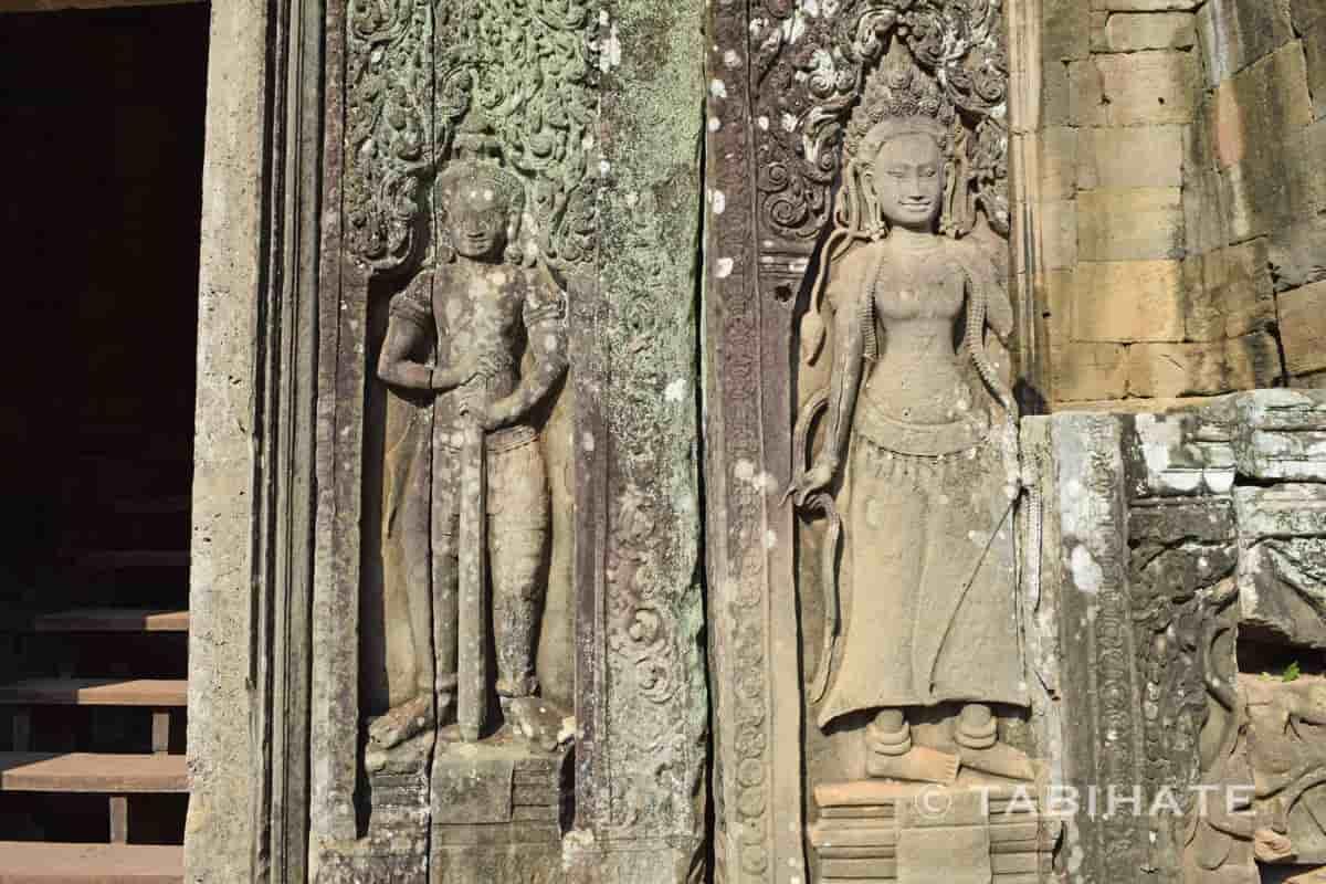 バイヨン寺院のデバター像のレリーフ