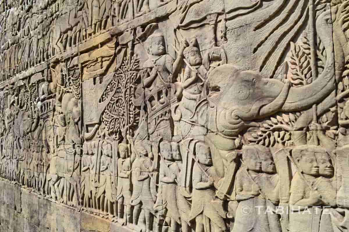バイヨン寺院にあるクメール軍の行進を描いたレリーフ
