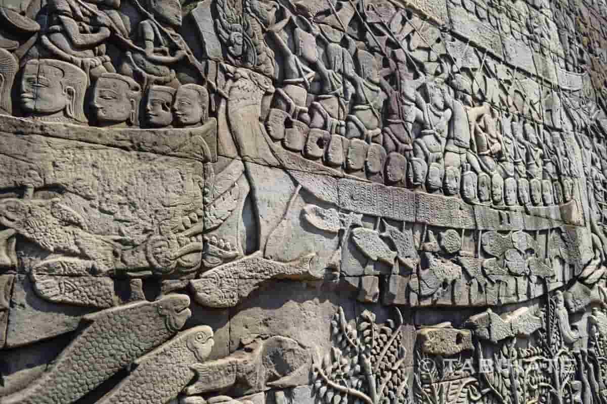 バイヨン寺院にあるクメール軍とチャンパ軍の水上戦を描いたレリーフ